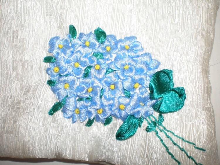 Цветы из лент незабудки