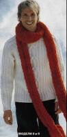 Белый пуловер с узором из кос и красный шарф.