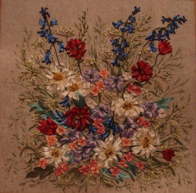 Розы вышитые лентой.  Альбом Ольги Камских вышивка лентой.