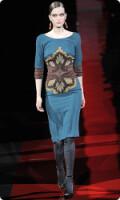 Комментарий: модные платья из шелка от Etro на фото.