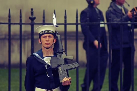 Свадьба принца Уильяма. На фото  - молодой моряк из почетного караула.