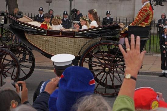 Свадьба принца Уильяма и Кейт Миддлтон. На фото - юные члены королевской семьи.
