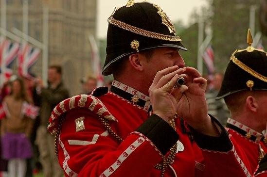 Свадьба принца Уильяма и Кейт Миддлтон. На фото - участник парада.