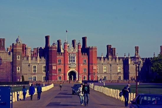 Хэмптон-Корт. Главный вход во дворец.