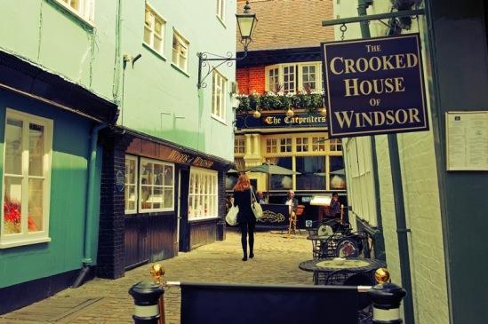 "Виндзор. Паб ""Croocked House""."