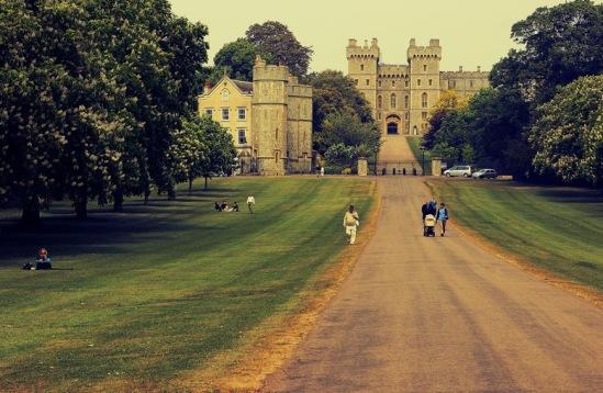 Виндзор. Виндзорский замок со стороны парка.