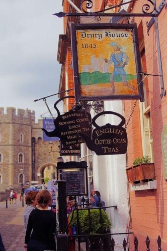 Виндзор. Вид на замок со стороны Church Street.