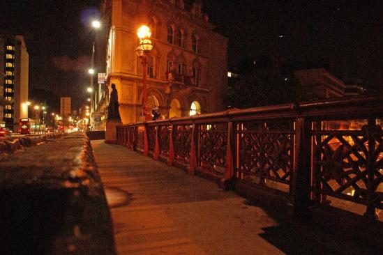 Великобритания, Лондон. Холборнский виадук. Скульптуры на мосту.