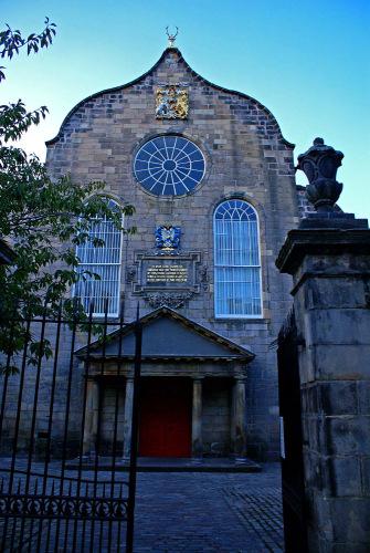 Шотландия. Эдинбург. Церковь Cannongate.