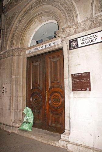"""Великобритания, Лондон. Холборнский виадук. Возможно, тут жил Хьюго Беллфаундер - герой романа """"Под сетью"""" А. Мердок."""