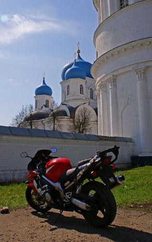 Россия, Золотое кольцо, Боголюбово: Боголюбовский монастырь.