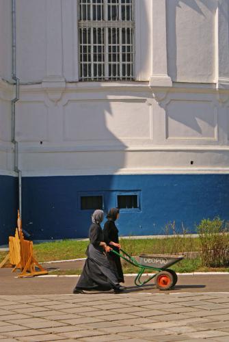 Россия, Золотое кольцо, Боголюбово: Боголюбовский монастырь. Воспитанницы сиротского приюта.