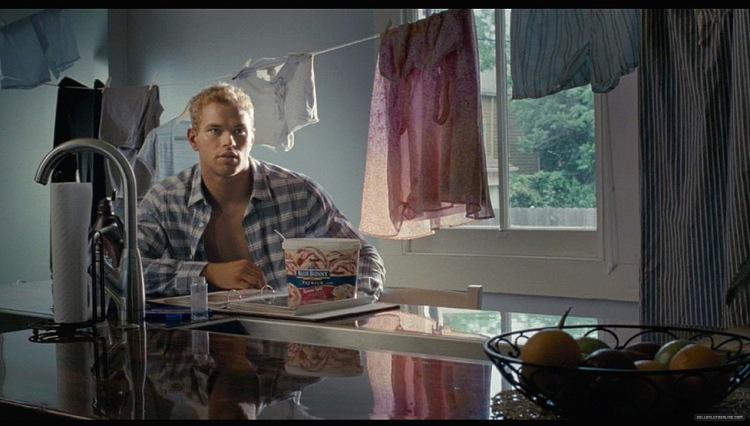 Курить блондинка Никки Джейн