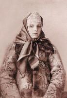 Молодая женщина в каргопольском кокошнике.  Из собрания В.П. Шабельской.