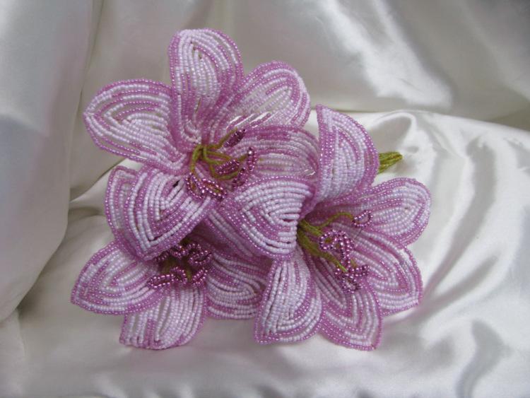 Схема и описание как собратьцветок лилию из бисера Вещи из бисера.