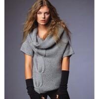 Рассмотрим по порядку модные вязаные вещи 2011.  Длинные вязаные шарфы.