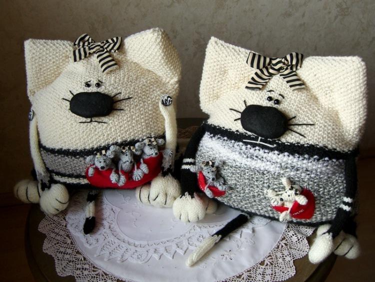 Подушка кот вязанная