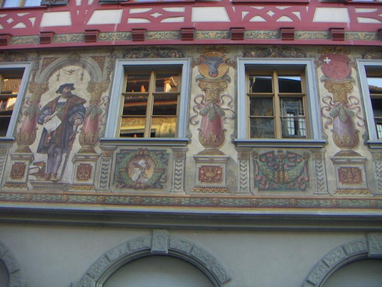 Маленькие городки Восточной Швейцарии. Здание Ратуши построено в 1539-1542 гг.</span></p> <p> </p> <p><span><img alt=