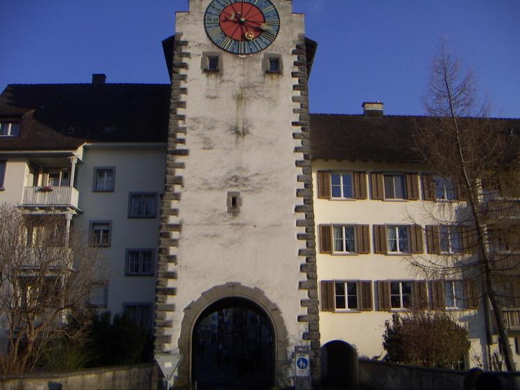 Маленькие городки Восточной Швейцарии. Изготавливаемое из тёртого картофеля, готика и … тишина…
