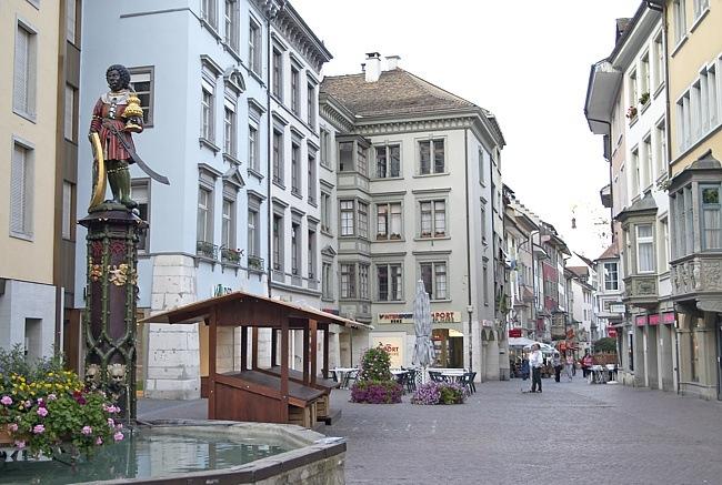 Маленькие городки Восточной Швейцарии. Только запоздавшие туристы могут встретиться вам по дороге, роспись, готика и … тишина…