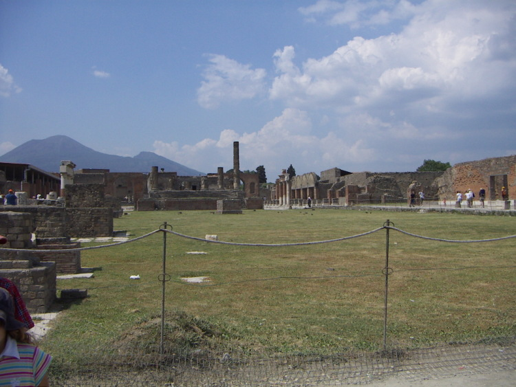 Маленький античный город большой Италии.